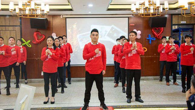 黄洪亮总经理的表演节目