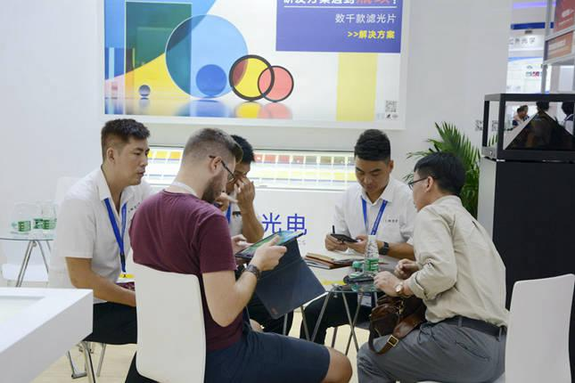 国外客户了解纳宏光电的滤光片产品
