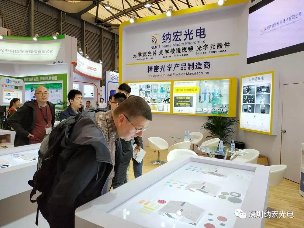 国外客户在看滤光片产品